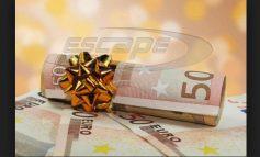 Δώρο Χριστουγέννων: Πώς υπολογίζεται, ποιοι το δικαιούνται, τι να κάνετε αν δεν σας καταβληθεί
