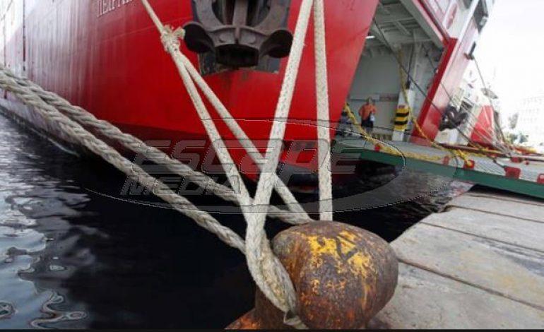 Δεμένα τα πλοία – Συγκεντρωμένοι αγρότες στα λιμάνια