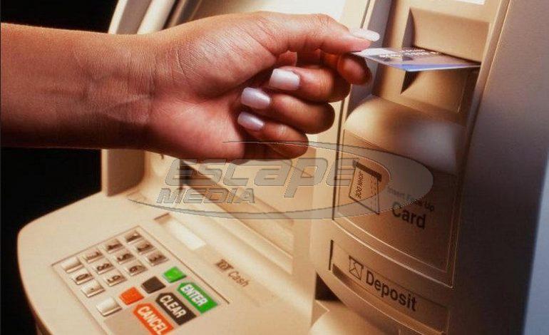 Η «κρυφή» χρέωση στα ΑΤΜ που φέρνει κέρδη στις τράπεζες