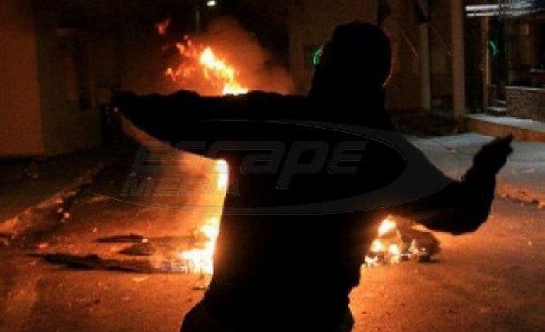 Μολότοφ κατά αστυνομικών τα ξημερώματα στο Πολυτεχνείο