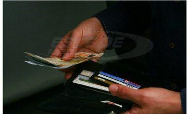 Μισθοί σε κουπόνια και κάρτες Βουλγαρίας Απίστευτες αυθαιρεσίες καταγγέλλουν οι ιδιωτικοί υπάλληλοι σε όλη την Ελλάδα
