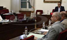 Οι βουλευτές του ΣΥΡΙΖΑ δεν βρήκαν καμιά ευθύνη πολιτικού προσώπου για τα τα «θαλασσοδάνεια» στα ΜΜΕ και στα κόμματα.