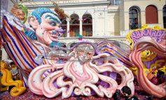 Πανηγυρική έναρξη για το καρναβάλι της Πάτρας, κόσμος κατέκλυσε την πλατεία