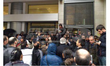 Κοινωνικό Εισόδημα Αλληλεγγύης: Ενταση και απίστευτες εικόνες σε υπηρεσία του Δήμου Αθηναίων.