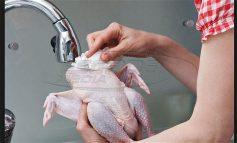 Πλένεις το κοτόπουλο πριν το μαγείρεμα; Μεγάλο λάθος