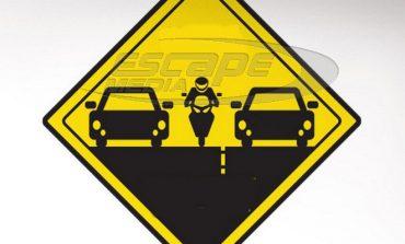 Έχουν δικαίωμα οι μοτοσικλετιστές να περνούν ανάμεσα από τα αυτοκίνητα;
