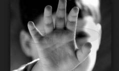 Νομοθετική παρέμβαση για την υιοθεσία την ώρα που τα εγκαταλελειμμένα παιδιά ανέρχονται σε 2.000
