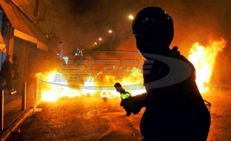 Επεισόδια στα Εξάρχεια: «Βροχή» μολότοφ και φωτιές – Ενας τραυματίας – «Καίγεται» η Θεσσαλονίκη-video