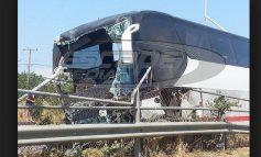 Ξηλώθηκαν προστατευτικές μπάρες και δέντρα από την «τρελή» πορεία λεωφορείου