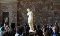 Η αλήθεια που δεν σου είπαν πότε! Όταν οι Γάλλοι σκότωναν Έλληνες για να αρπάξουν την Αφροδίτη της Μήλου! Πάνω από 200 Έλληνες έπεσαν νεκροί για να υπερασπιστούν το άγαλμα…
