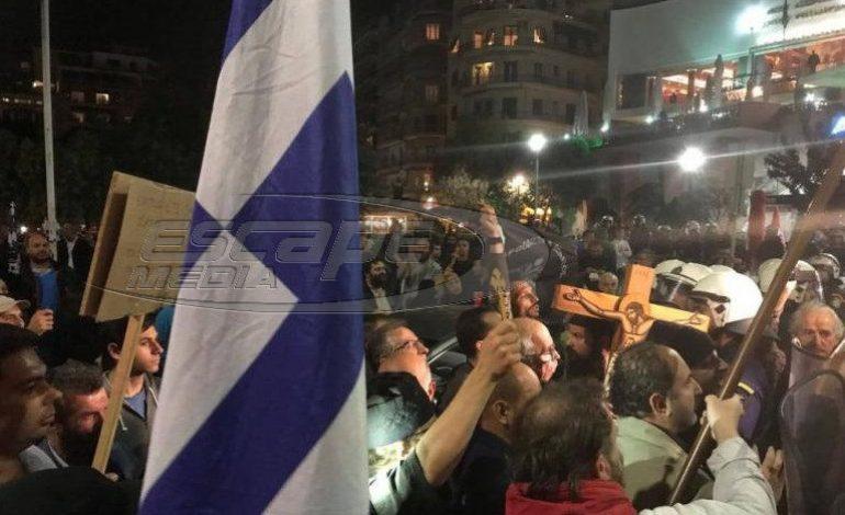 Ένταση στη Θεσσαλονίκη: Σημαίες και εικόνες κατά της «Ώρας του Διαβόλου»