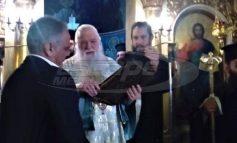 Ο Αμβρόσιος προέτρεψε τον Σκουρλέτη να ασπαστεί το Ευαγγέλιο και εκείνος το απέφυγε