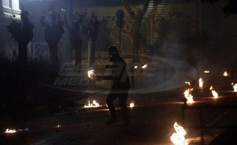 «Πεδίο μάχης» το κέντρο της Αθήνας – Πέντε συλλήψεις και 25 προσαγωγές