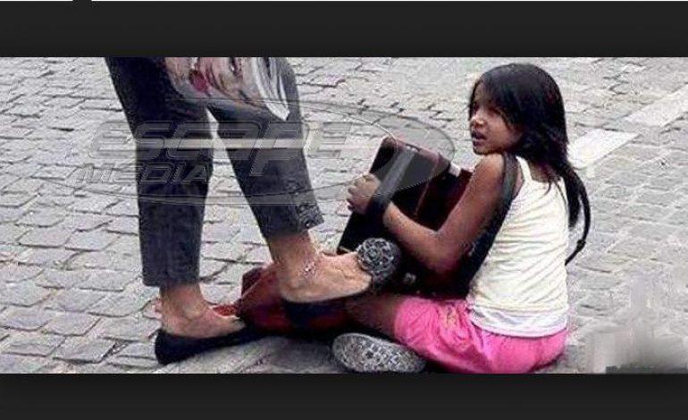 Καταδικάστηκε η γυναίκα που κλώτσησε παιδί που ζητιάνευε στην Ακρόπολη