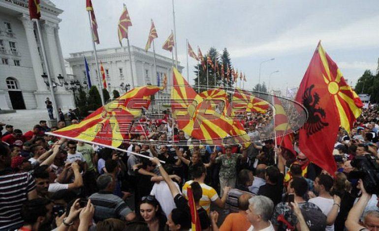 Διχασμός στα Σκόπια – VMRO: «Συνταγματική αναθεώρηση με βία και απειλές, δεν την υποστηρίζουμε» – Προς πρόωρες εκλογές στο κρατίδιο;