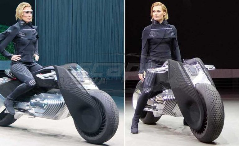 H BMW ετοιμάζει την μοτοσικλέτα του μέλλοντος που δεν χρειάζεται κράνος-video-