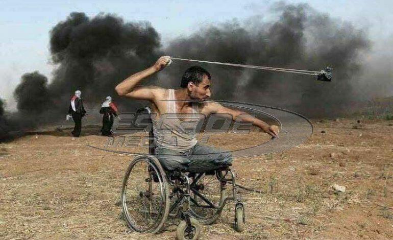 Αυτός είναι ο ακρως επικινδυνος οπλισμένος βαρεια με .. σφεντόνα χωρις πόδια ανάπηρος Παλαιστίνιος που σκότωσαν μπαμ και κάτω οι θαρραλεοι αντρουκλες Ισραηλινοί στρατιώτες.