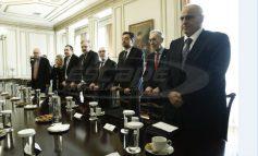 Πληρωμή με κάρτα για συναλλαγές πάνω από τα 100 ευρώ ζητούν οι τράπεζες