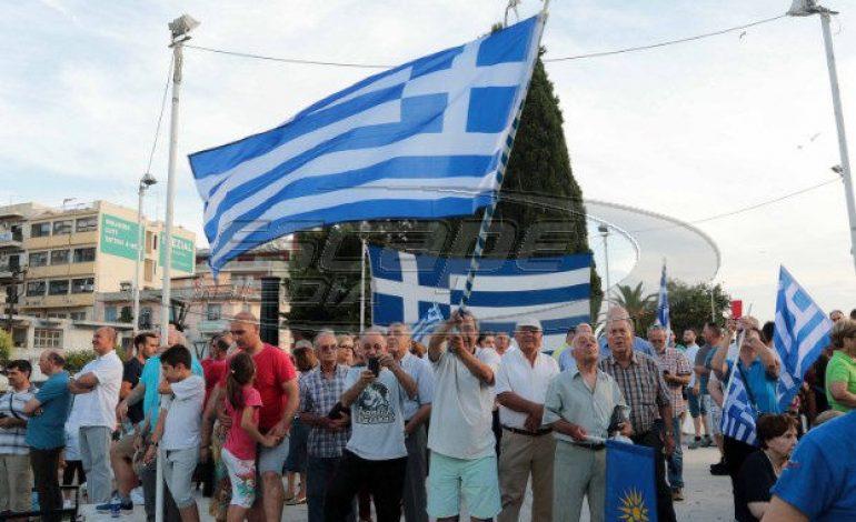 «Η Μακεδονία είναι μία και ελληνική» φώναξαν χιλιάδες κόσμου σε 23 πόλεις της χώρας