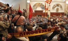Βουλιάζουν στο χάος τα Σκόπια: Ιβανόφ σε Ζάεφ: «Είναι ψεύτης» – Στο παιχνίδι και οι Αλβανοί – Στέλνουν τελεσίγραφο – Τι ζητάνε