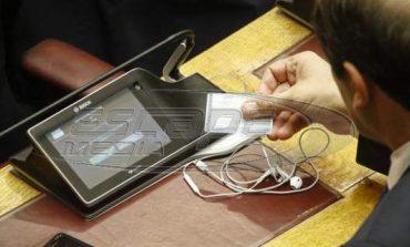 Βουλή: «Μπλόκαρε» πάλι το σύστημα ηλεκτρονικής ψηφοφορίας -Μπάχαλο με τις ψήφους βουλευτών
