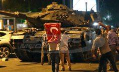 Δύο χρόνια μετά το αποτυχημένο πραξικόπημα στην Τουρκία -77.000 συλλήψεις, 100.000 απολύσεις, 140 ΜΜΕ έκλεισαν
