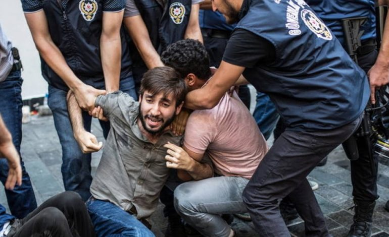 Άγριο σκηνικό στη Τουρκία: Ο Ερντογάν διέλυσε διαδήλωση για τους αγνοούμενους (φωτό – βίντεο)