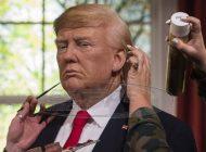 Το κέρινο ομοίωμα του Τραμπ γρονθοκοπεί τη Μέρκελ