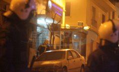 Επίθεση με μολότοφ από 50 άτομα στο ΑΤ Ομόνοιας - Στο νοσοκομείο αστυνομικοί