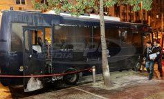 Τέσσερις αστυνομικοί τραυματίες από την επίθεση στο ΑΤ Ομόνοιας