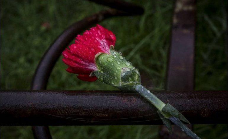 Πολυτεχνείο 2018: Μικρή και υπό βροχή η προσέλευση στο Πολυτεχνείο