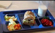 Ξεκινά τη Δευτέρα η διανομή των σχολικών γευμάτων