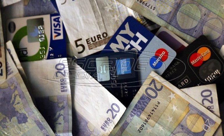 Ζευγάρι «έκλεβε» πιστωτικές κάρτες μέσω social media και έκανε ηλεκτρονικές αγορές
