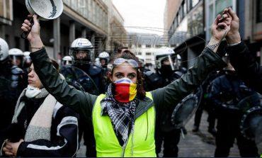 «Κίτρινα Γιλέκα»: Η κυβέρνηση ακυρώνει την αύξηση στη φορολογία των καυσίμων