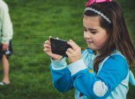 Πώς οι «έξυπνες» συσκευές επηρεάζουν τον εγκέφαλο των παιδιών