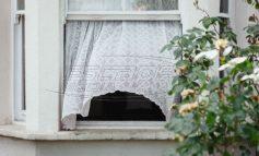 Άντρας πέταξε τη γυναίκα του από το παράθυρο - Την κατηγορούν ότι φταίει