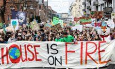 Γερμανία: Τουλάχιστον 20.000 νέοι στους δρόμους του Βερολίνου για το κλίμα