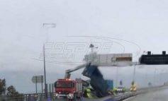 Ζημιές στη Γέφυρα Ρίου Αντιρρίου – Ο αέρας σήκωσε καρότσα νταλίκας!