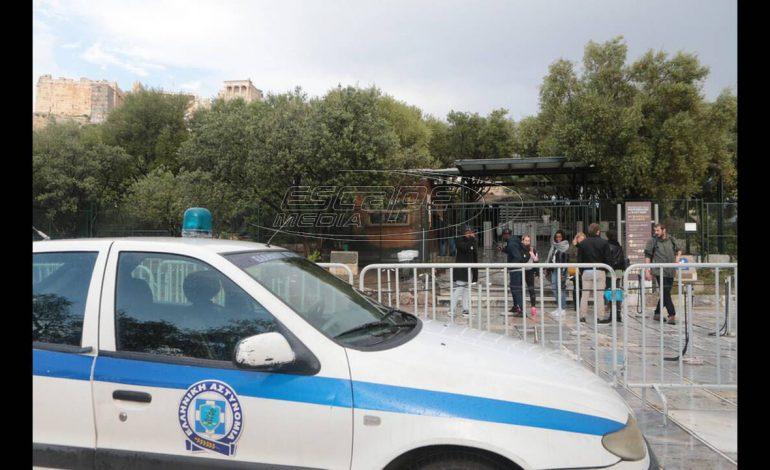 Κεραυνός έπεσε στην Ακρόπολη – Τέσσερις τραυματίες