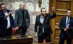 Κακός χαμός στη Βουλή: Χρυσαυγίτης ζήτησε από το ΚΚΕ να αποζημιώσει θύματα του εμφυλίου