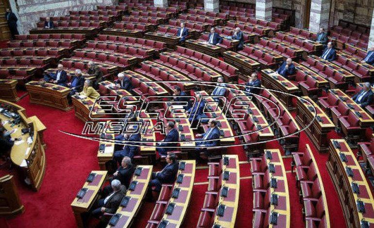 «Παρακράτος»: Η κυβέρνηση βάζει στον κάδρο τον Τσίπρα – Με σκληρό ροκ απαντάει ο ΣΥΡΙΖΑ