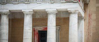 Βουλή: Ξέφραγο αμπέλι ο ναός της δημοκρατίας - Όσοι πιστοί... μπουκάρετε