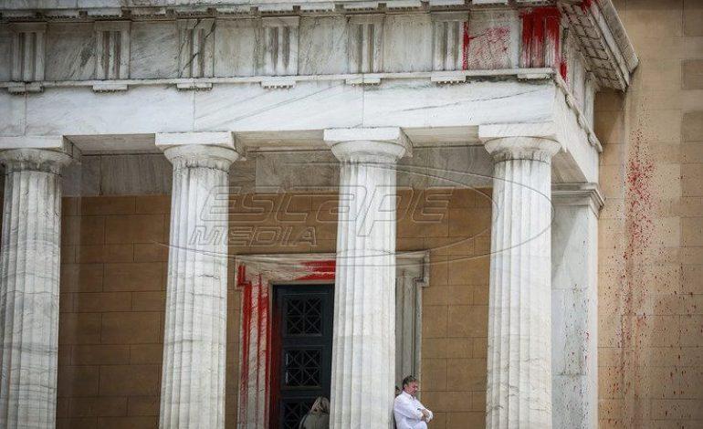 Βουλή: Ξέφραγο αμπέλι ο ναός της δημοκρατίας – Όσοι πιστοί… μπουκάρετε