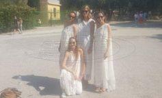 Τουρίστριες έφαγαν «πόρτα» στην Ακρόπολη επειδή φορούσαν αρχαιοελληνικές χλαμύδες