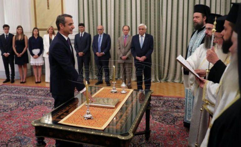 Ορκίστηκε πρωθυπουργός ο Μητσοτάκης – Σε εξέλιξη η τελετή παράδοσης στο Μαξίμου