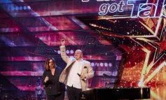 Paul Kapeleris: Ο τυφλός ομογενής που έκανε τους κριτές του Australia's got talent να πατήσουν το golden buzzer