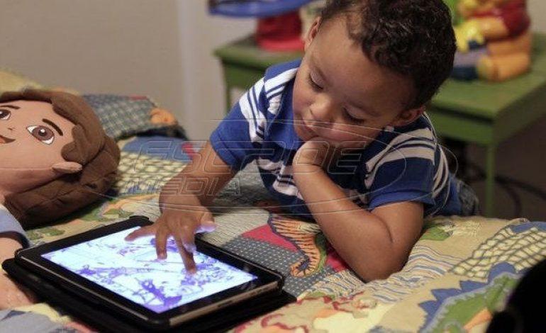 Η υπερβολική έκθεση σε οθόνες «σκοτώνει» την παιδική φαντασία