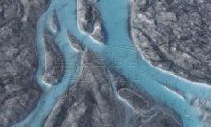 Λιώνει η Γροιλανδία: 22 βαθμοί και ποτάμια πάγου