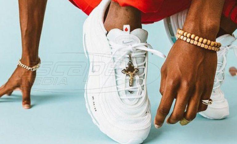 Η Nike πουλάει σαν ζεστά ψωμάκια sneakers 3.000 € με αγιασμό στον πάτο από τον Ιορδάνη ποταμό
