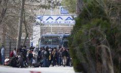 Βίντεο: Πρόσφυγες στα τουρκικά παράλια επιβιβάζονται για τα ελληνικά νησιά